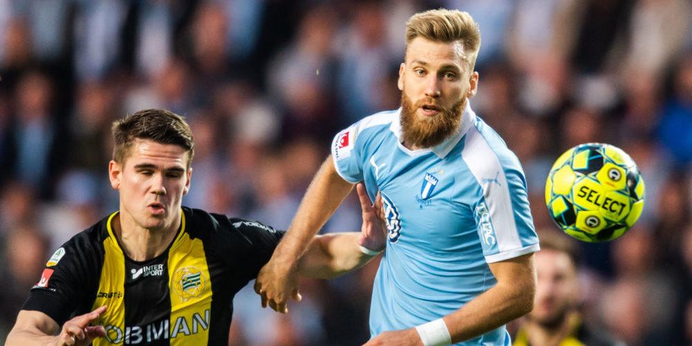 Hammarbys Vidar Örn Kjartansson och Malmö FFs Rasmus Bengtsson under fotbollsmatchen i Allsvenskan mellan Malmö FF och Hammarby