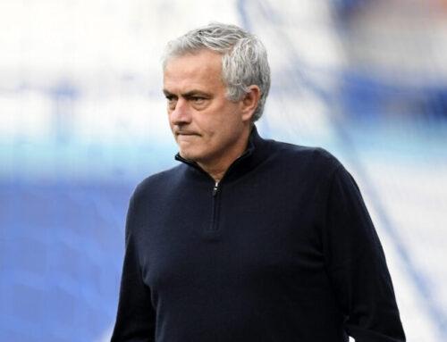 José Mourinho sparkad av Tottenham